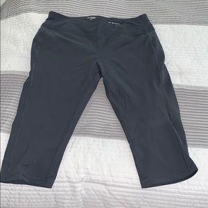 Danskin NOW gray Capri workout pants